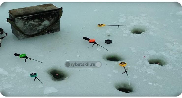 Как ловить уклейку со льда и подготовить зимнюю оснастку