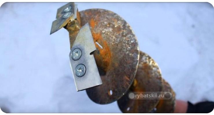 Проржавевший металл ледобура